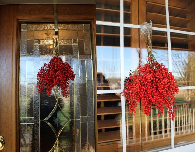 Porch Railing Christmas Decorating Ideas