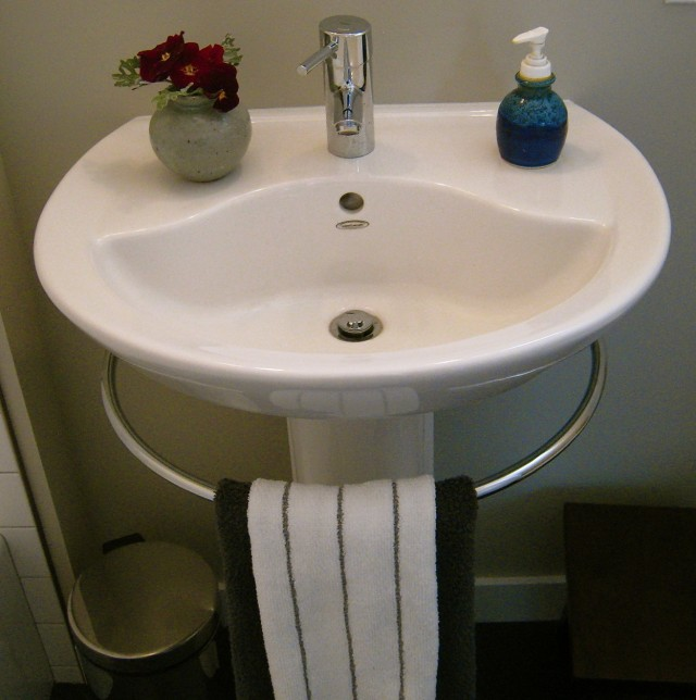 Porcher Pedestal Sink With Towel Bar