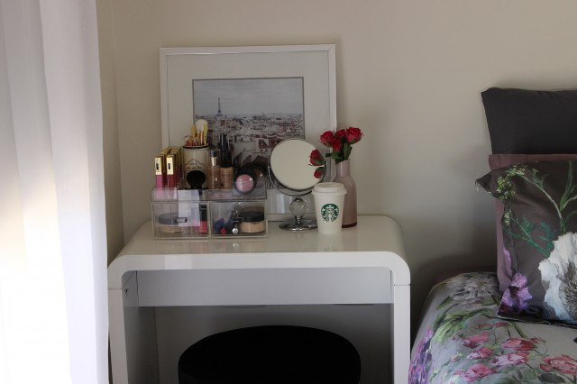 Small Bedroom Makeup Vanity