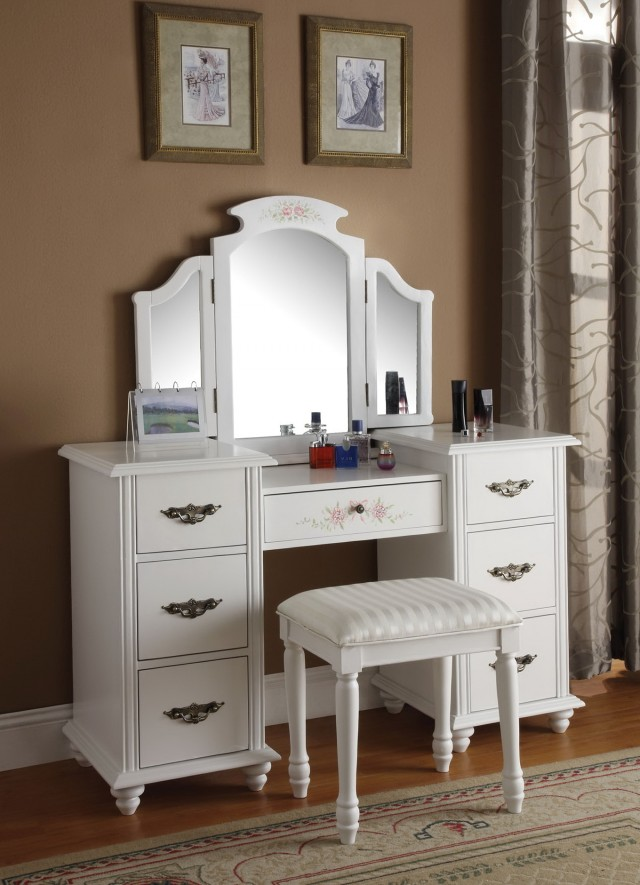 White Bedroom Vanity With Mirror