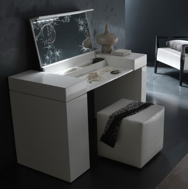 White Vanity Desk With Lights