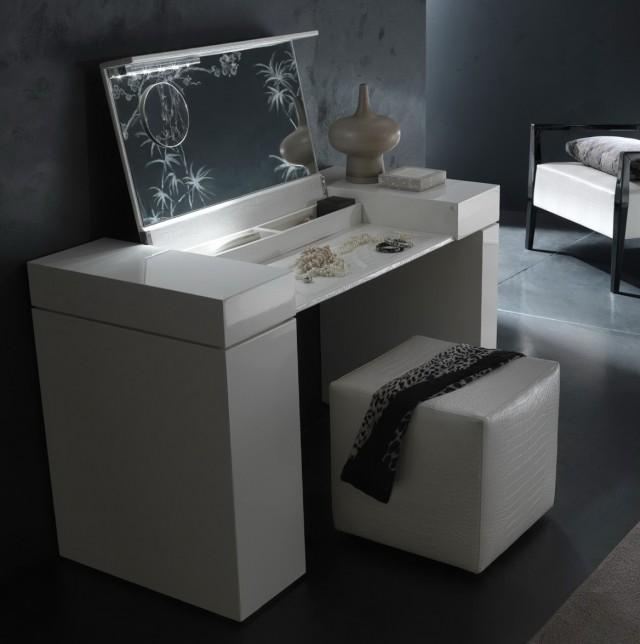 White Vanity Desk With Lights