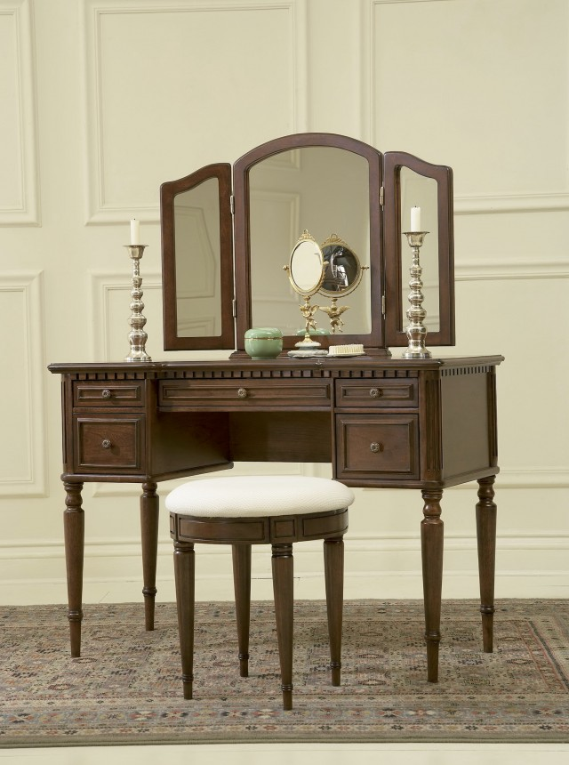 Bedroom Vanity Table With Mirror And Bench