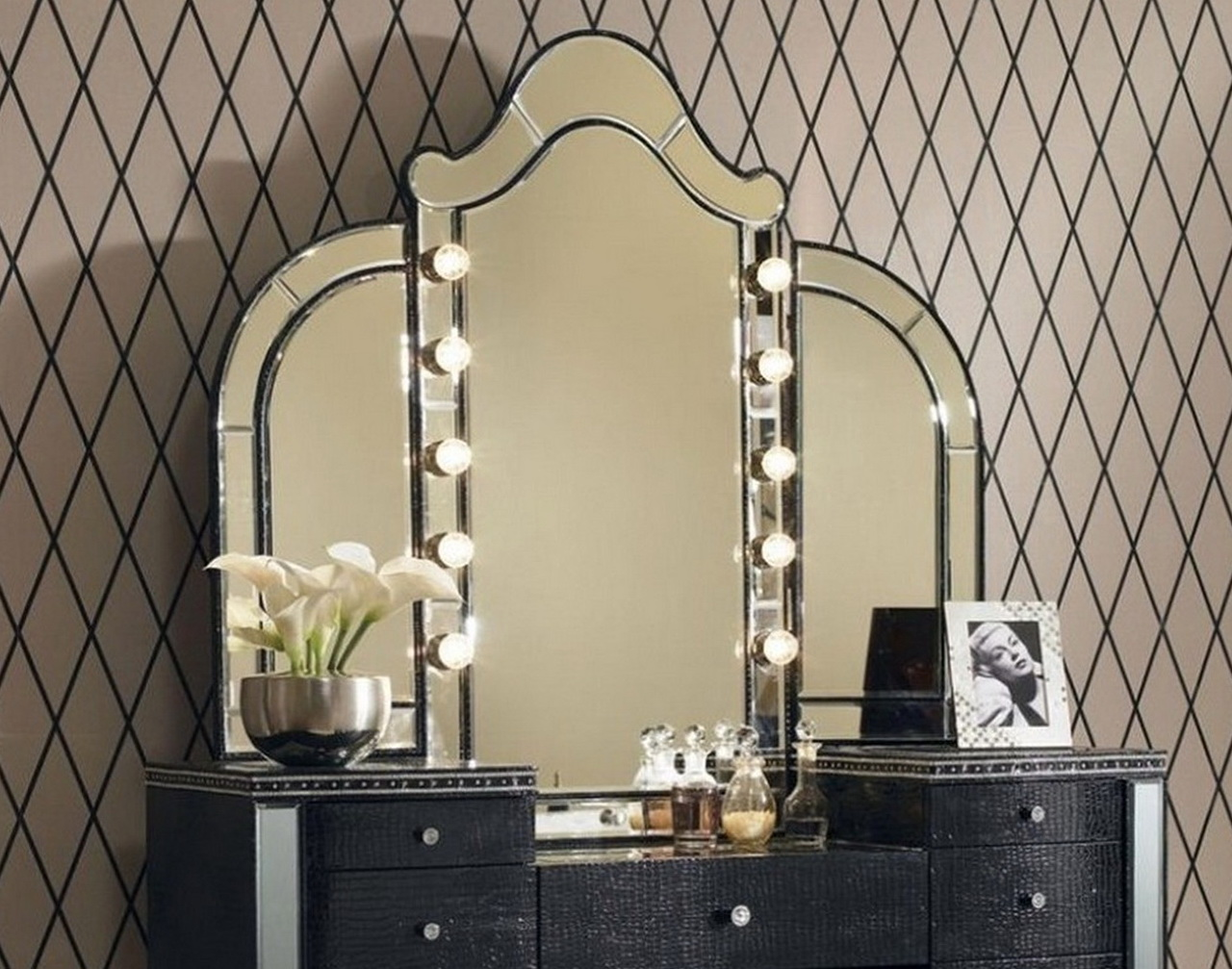 Bedroom Vanity With Lights For Sale