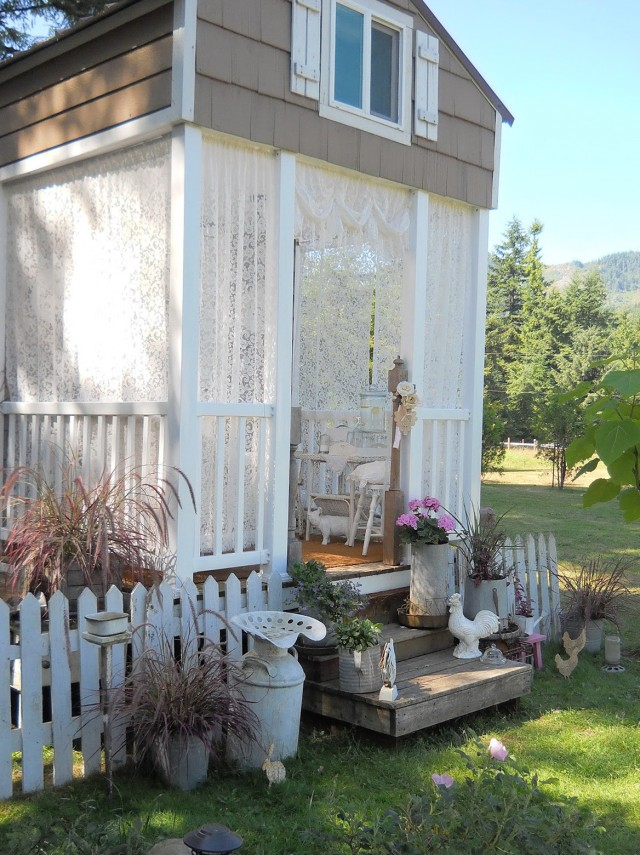 Shabby Chic Christmas Porch