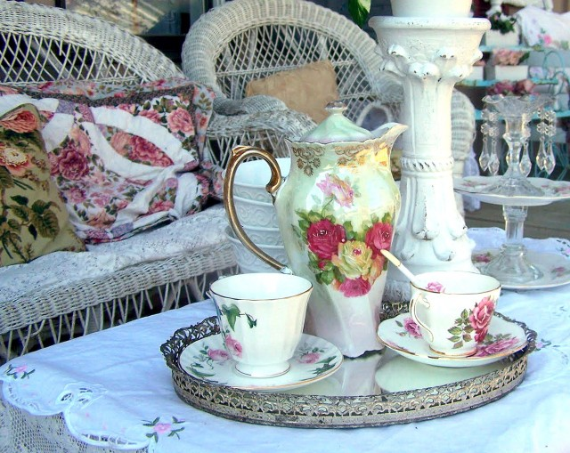 Shabby Chic Porch Decor
