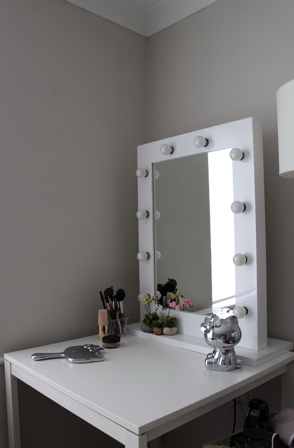 Vanity Desk With Lighted Mirror