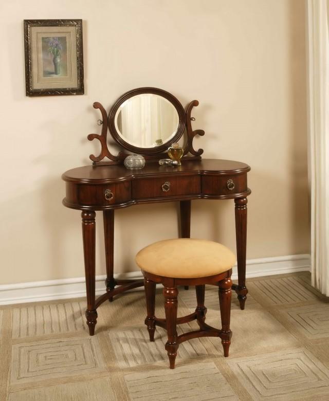 Vintage Vanity With Round Mirror