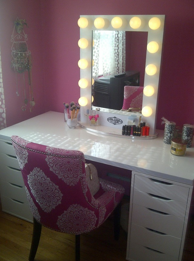 White Vanity With Lighted Mirror