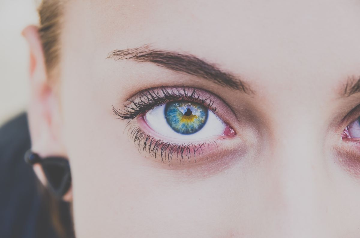 Myths About Contact Lenses DEBUNKED!