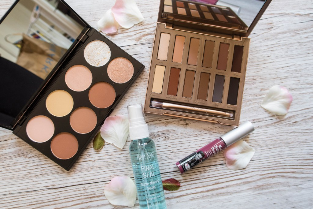 Easy summer makeup up looks with Urban Decay Naked Ultimate Basics, Makeup Revolution contour kids and The Balm. It's easy to create this stunningly simple look in 20 minutes.