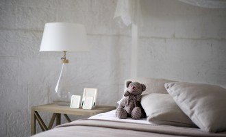 Choosing the right curtains for a small bedroom