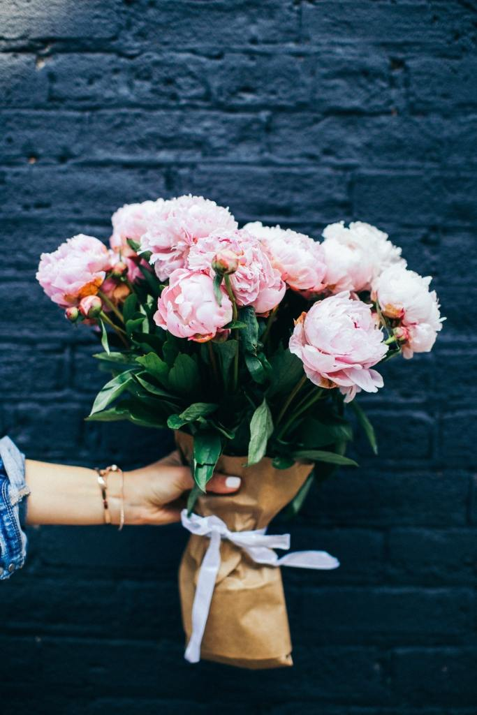 Unique Gifts to Surprise Your Girlfriend on Her Birthday, get your girlfriend she's never have thought to buy herself. #giftguide #flowers #birthday