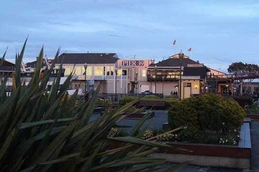 San-Francisco_Pier_39_at_Dusk,_JJRon