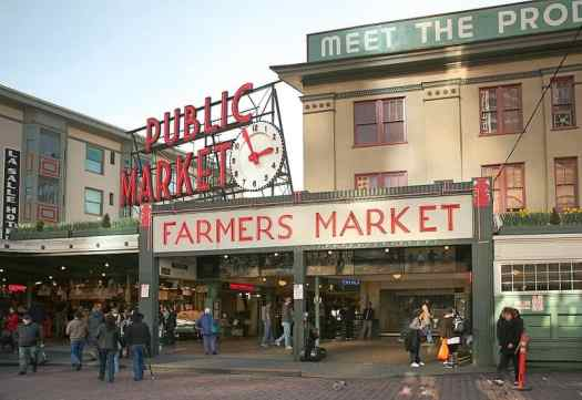 Pike_Place_Market_Seattle_credit_daniel-schwen