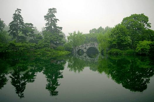 Image-of-New-China-Travel-Destination-hangzhou-west-lake-reflection-Jakub-Halun
