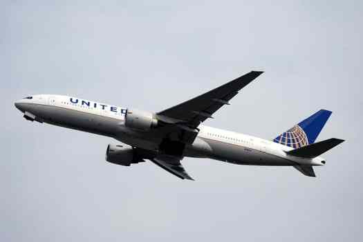 Aviation_United-Continental_Boeing_777_Allan_Watkin