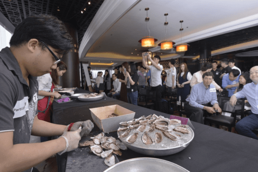 CAFE DECO OYSTER SHUCKING (4)