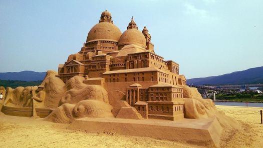 Taiwan-fulong-sand-sculptures-credit-fcuk1203