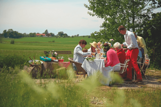 Sweden_midsummer_lunch_credit-carolina_romare
