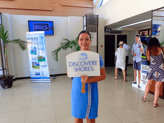 greeter-at-airport-in-boracay-philippines