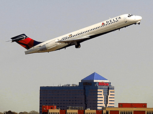 imafe-of-delta-airlines-boeing-717-200-taking-off-at-atlanta-credit-redlegsfan21