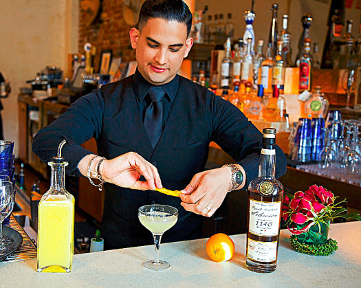 image-of-bartender-making-margaritas-at-tamarindo-antojeria-mexicana-in-oakland-california