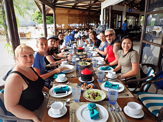 image-of-people-at-a-restaurant-in-palawarn-philippines