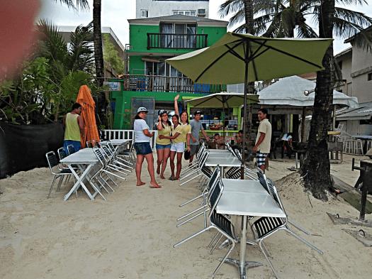 white-beach-cafe-staff-credit-www.accidentaltravelwriter.net