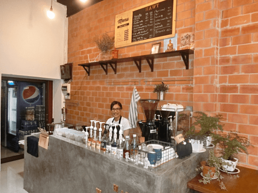 hawt-cafe-serves-great-coffee-in-bangkok-thailand
