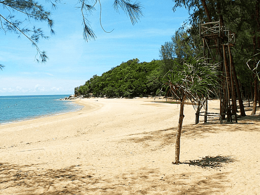 ao-manao-narathiwat-one-of-thailand's cleanest beaches