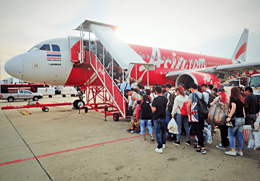 passengers-boarding-airasia-at-don-mueang-international-sirport