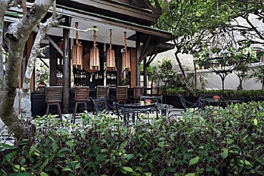 Manathai-phuket-surin-beach-pool-bar