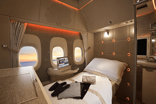 Aviation-emirates-airline-First-Class-fully-flat-bed