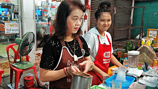 bang-ran-market-iced-tea-vendors