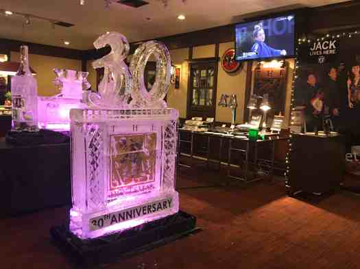 Thailand-bangkok-restaurant-huntsman-pub-30th-anniversary-2