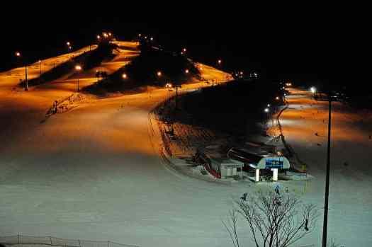 image-pyeongchang-south-korea-ski-slope-night-view