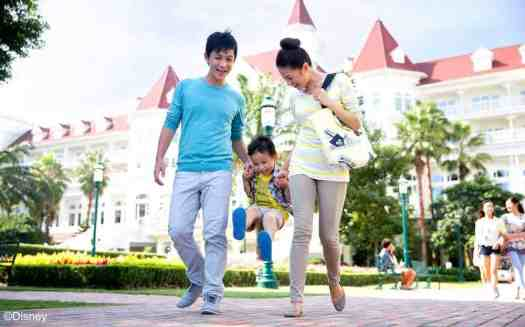 image-of-family-at-Hong-Kong-Disneyland-hotel