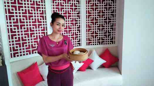 image-of-waitress-serving-chinese-dim-sum