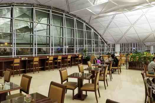 emirates-airline-hong-kong-airport-business-class-lounge