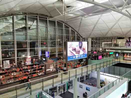 image-of-emirates-airline-hong-kong-airport-business-class-lounge-view