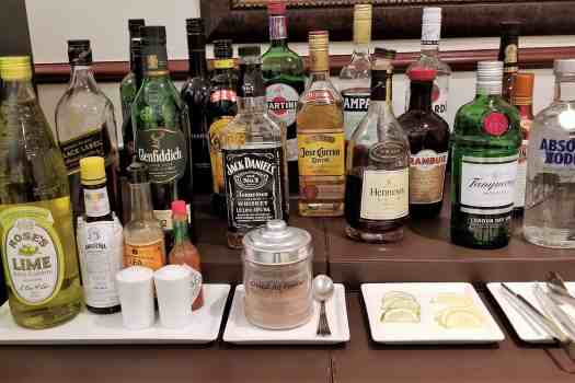 emirates-airline-hong-kong-airport-business-class-lounge-spirits