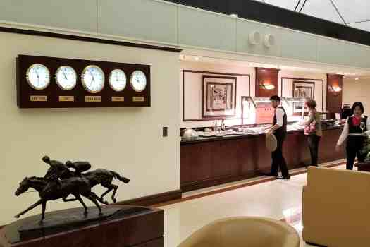 emirates-airline-hong-kong-airport-business-class-lounge-buffet