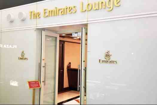 emirates-airline-hong-kong-airport-business-class-lounge-entrance