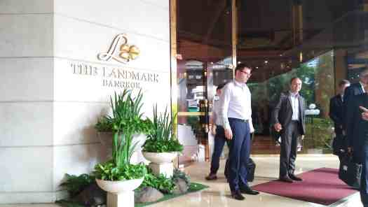 image-of-the-landmark-bangkok-hotel-entrance