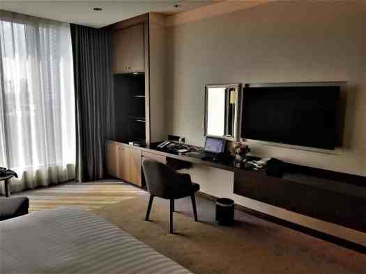 image-of-lancaster-bangkok-hotel-guest-room-work-station