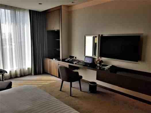 image-of-lancaster-bangkok-hotel-guest-room-work-station