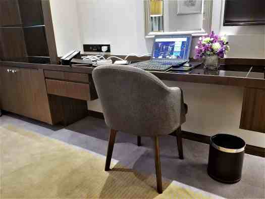image-of-lancaster-bangkok-hotel-workstation