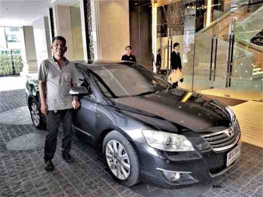 image-of-taxi-at-lancaster-bangkok-hotel-entrance