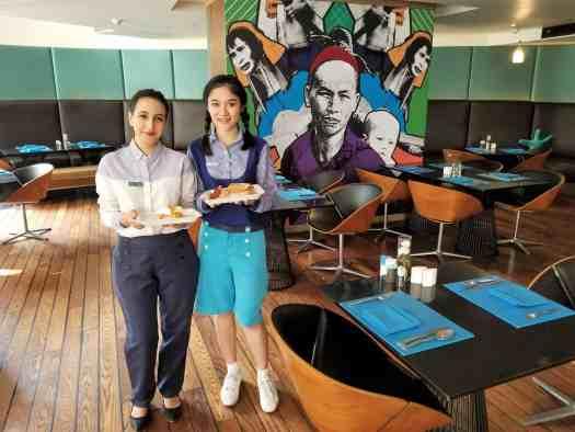 image-of-sea-restaurant-waitresses-serving-breakfast